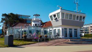 Alte Lesehalle Duhnen mit der Wattrettung und Leuchtfeuer Cuxhaven Duhnen