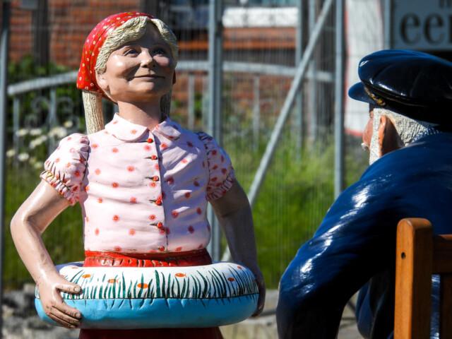 Das Maedchen und der Seemann 4 - Der knurrige Seemann und das Mädchen [ Bilder ]