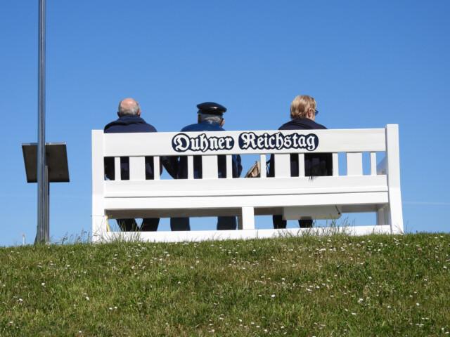 Duhner Reichstag 3 - Kuddel vom Duhner Reichstag blickt hinaus aufs Meer [ Video ]