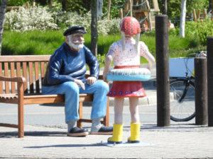 Der knurrige Seemann und das Mädchen [ Bilder ]