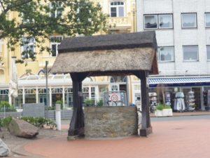 Dorfbrunnen Duhnen – Auf der Dorfstraße in Duhnen standen einst Bauernhöfe!
