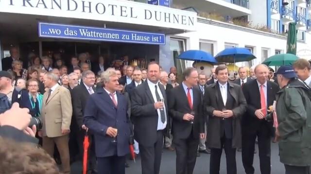 Eroeffnung Duhner Wattrennen vor Strandhotel Duhnen 1 - Duhner Wattrennen 2013 - Eröffnung mit Minsterpräsident Stephan Weil [ Video ]