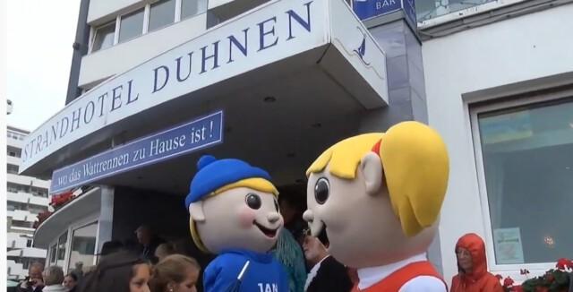 Eroeffnung Duhner Wattrennen vor Strandhotel Duhnen 4 - Dorfbrunnen Duhnen - Auf der Dorfstraße in Duhnen standen einst Bauernhöfe!