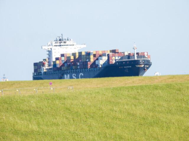 Schiffe gucken in Cuxhaven Altenbruch 1 - Cuxhaven Schiffe gucken in Cuxhaven-Altenbruch [ Bilder ]