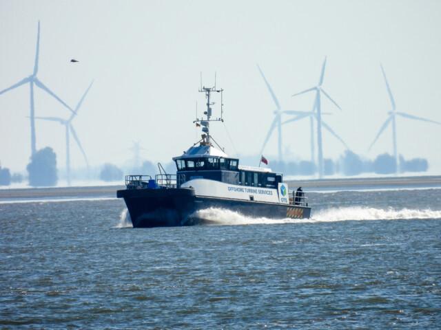 Schiffe gucken in Cuxhaven Altenbruch 12 - Cuxhaven Schiffe gucken in Cuxhaven-Altenbruch [ Bilder ]