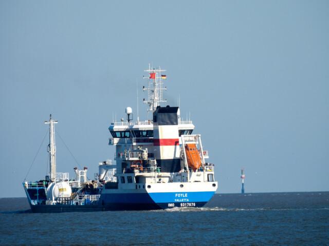 Schiffe gucken in Cuxhaven Altenbruch 13 - Cuxhaven Schiffe gucken in Cuxhaven-Altenbruch [ Bilder ]