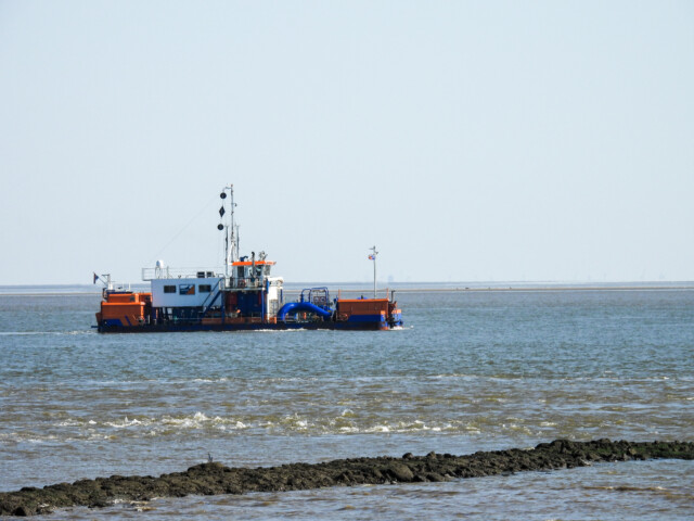 Schiffe gucken in Cuxhaven Altenbruch 2 - Cuxhaven Schiffe gucken in Cuxhaven-Altenbruch [ Bilder ]