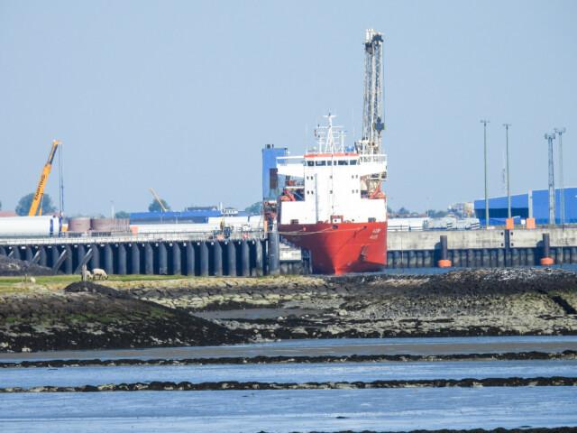 Schiffe gucken in Cuxhaven Altenbruch 4 - Cuxhaven Schiffe gucken in Cuxhaven-Altenbruch [ Bilder ]
