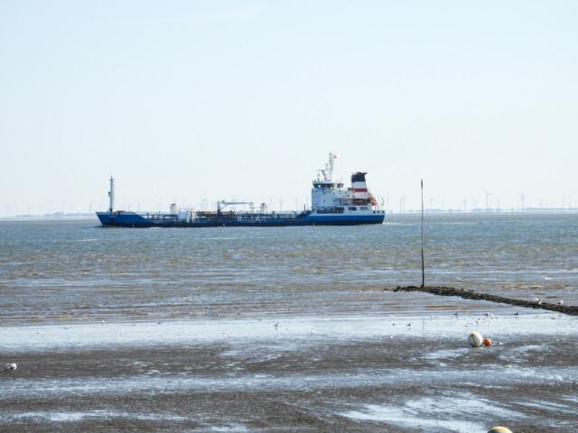 Schiffe gucken in Cuxhaven Altenbruch 6 - Cuxhaven Schiffe gucken in Cuxhaven-Altenbruch [ Bilder ]