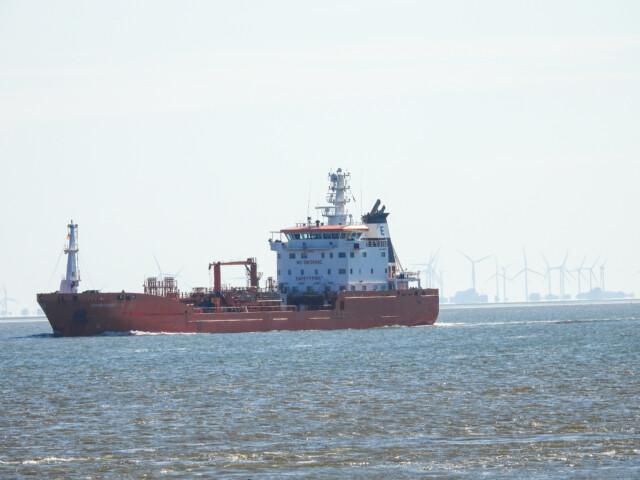 Schiffe gucken in Cuxhaven Altenbruch 7 - Cuxhaven Schiffe gucken in Cuxhaven-Altenbruch [ Bilder ]