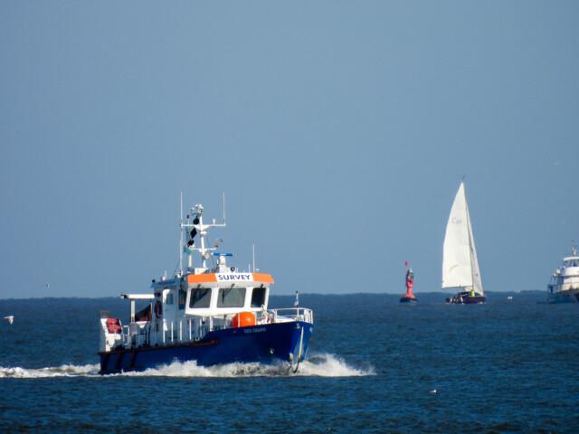 Schiffe gucken in Cuxhaven Altenbruch 9 - Cuxhaven Schiffe gucken in Cuxhaven-Altenbruch [ Bilder ]