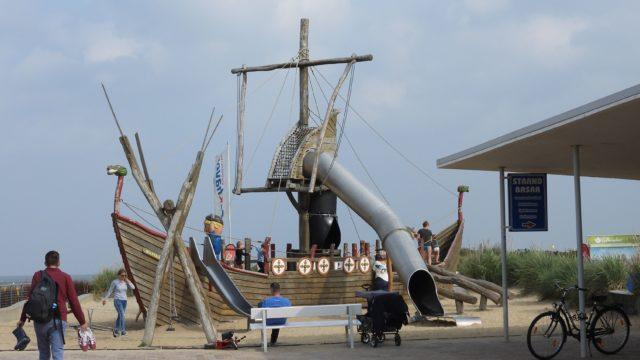 Piratenschiff Spielplatz Strandhaus Doese in Cuxhaven - Trampolin Cuxhaven - Trampolin Center in Cuxhaven-Döse