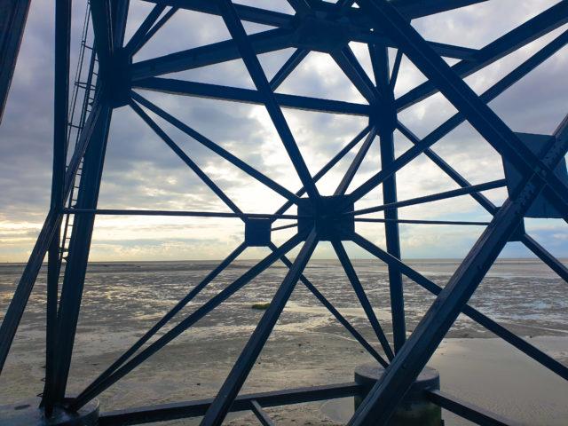 Untergestell vom Wahrzeichen Leuchtturm Dorum - Leuchtturm Obereversand in Dorum-Neufeld