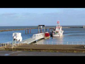 Fährhafen Cuxhaven / Grimmershörnbucht bei Flut im Sonnenschein