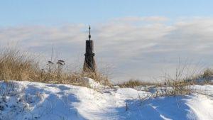 Traumhaft – Sonnige Kugelbake im Schnee