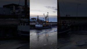 Krabbenkutter Nordsee – Krabbenkutter in Dorum-Neufeld im Eis