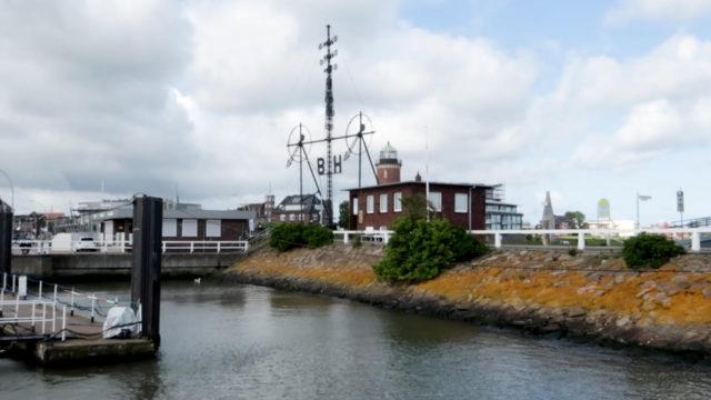 Hamburger Leuchtturm und Windstärkemesser
